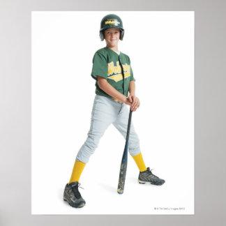un muchacho caucásico joven está llevando un verde póster