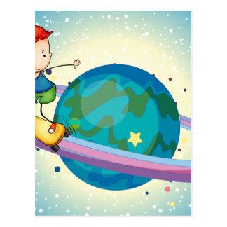 un muchacho en un planeta postal