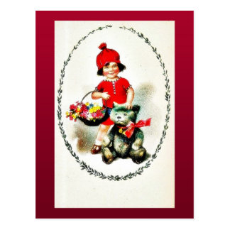 Un muchacho está con la cesta de hojas y de juguet tarjetas postales
