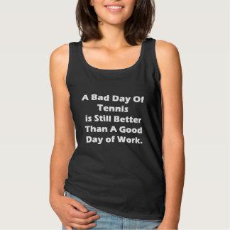 Un mún día de tenis playera con tirantes