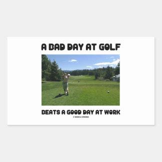 Un mún día en el golf bate un buen día en el traba pegatina