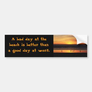 Un mún día en la playa pegatina de parachoque