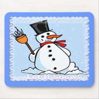 Un muñeco de nieve escarchado tapetes de ratones