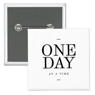 Un negro blanco inspirador de la cita de la pin cuadrada 5 cm