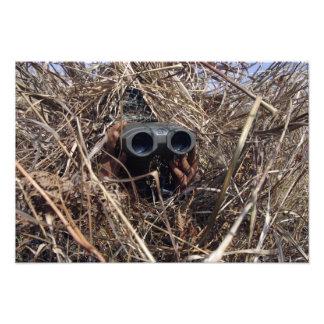 Un observador del explorador practica techniqu de  fotografia