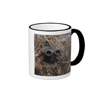 Un observador del explorador practica techniqu de  taza de café