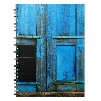Un obturador azul viejo rústico hermoso Grecia de  Libreta Espiral