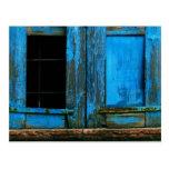 Un obturador azul viejo rústico hermoso Grecia de  Postal