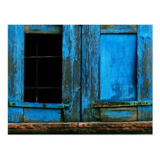 Un obturador azul viejo rústico hermoso Grecia de Tarjetas Postales