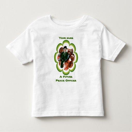 Un oficial de paz futuro camisas