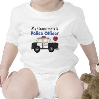 Un oficial de policía de la abuela traje de bebé