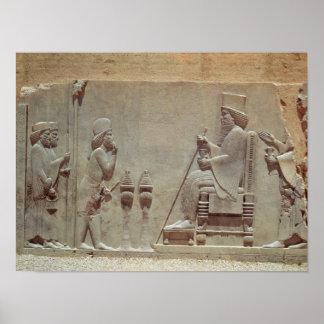Un oficial mediano que paga homenaje a rey Darius Impresiones