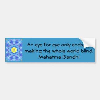 Un ojo para la cita de Gandhi del ojo… Etiqueta De Parachoque