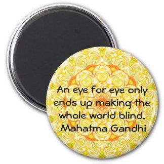 Un ojo para la cita de Gandhi del ojo… Imán De Frigorífico