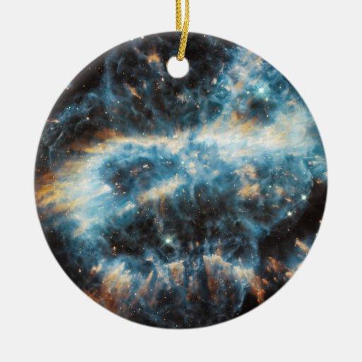 Un ornamento cósmico del día de fiesta, adorno navideño redondo de cerámica
