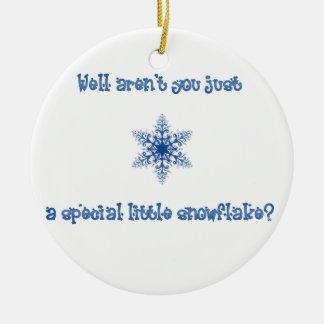 Un ornamento especial del copo de nieve adorno navideño redondo de cerámica
