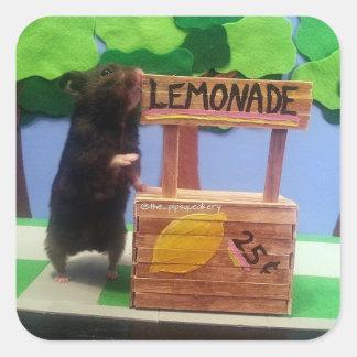 ¡Un oso en el puesto de limonadas! Pegatina Cuadrada