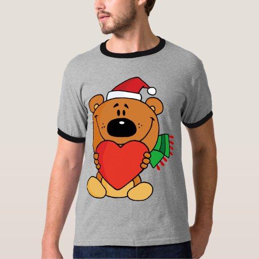 Un oso marrón que lleva a cabo un corazón rojo remera