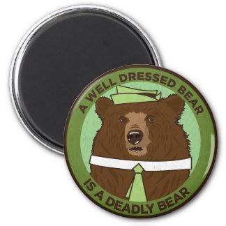 Un oso vestido pozo es un oso mortal imán redondo 5 cm