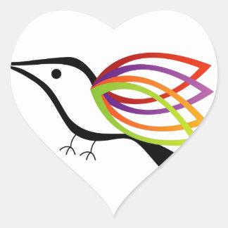 Un pájaro con las alas coloridas pegatinas de corazon personalizadas