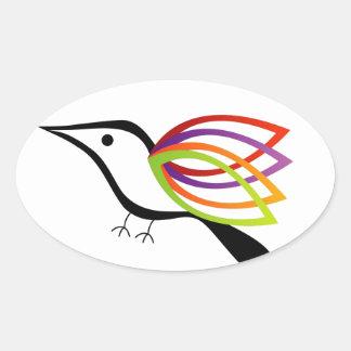 Un pájaro con las alas coloridas calcomanía de óval personalizadas