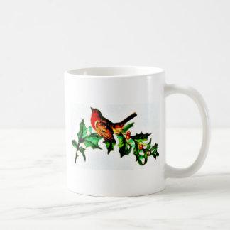 Un pájaro en la rama de árbol de navidad que mira  taza de café