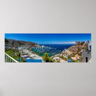 Un panorama de Avalon en la isla de Catalina Póster