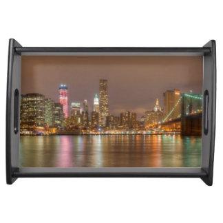 Un panorama del horizonte de New York City Bandejas