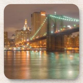 Un panorama del horizonte de New York City Posavasos