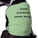 Un paquete canino del perro ropa de mascota