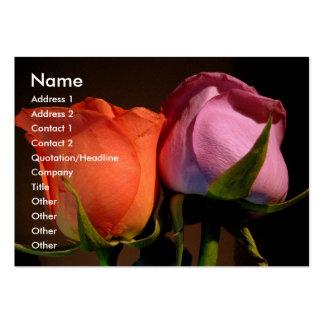 Un par color de rosa tarjetas de visita grandes