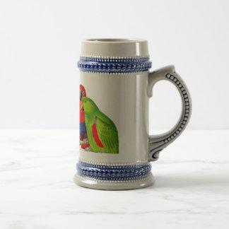 Un par de pájaros del amor de los loros jarra de cerveza