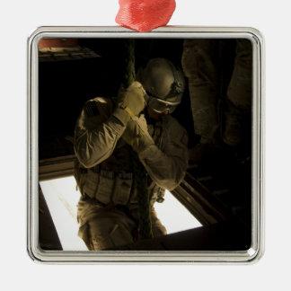 Un pararescueman de la fuerza aérea de los adorno navideño cuadrado de metal
