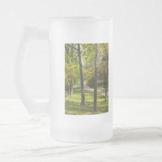 Un paseo en el parque taza de cristal