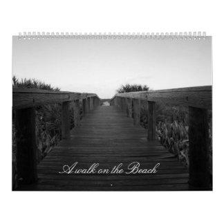 Un paseo en la playa calendario