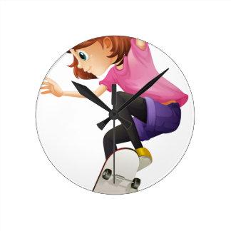 Un patinaje enérgico de la señora joven relojes