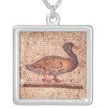 Un pato, detalle de Orfeo que encanta los animales Colgante Cuadrado