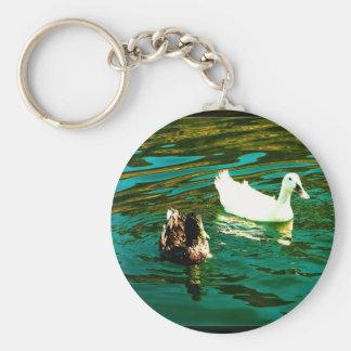 Un pato para usted y un pato para mí llaveros