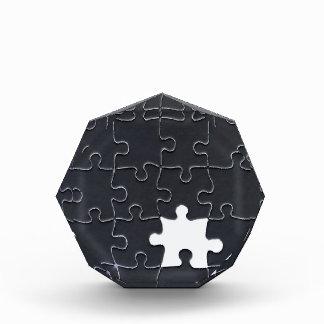 Un pedazo que falta del rompecabezas blanco y negr