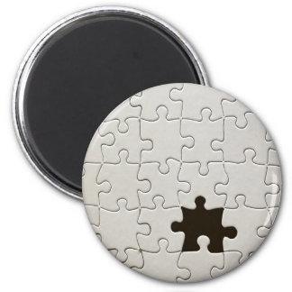 Un pedazo que falta del rompecabezas imán redondo 5 cm