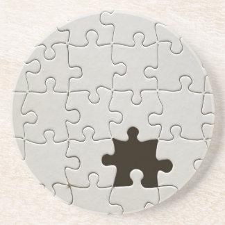 Un pedazo que falta del rompecabezas posavasos de arenisca