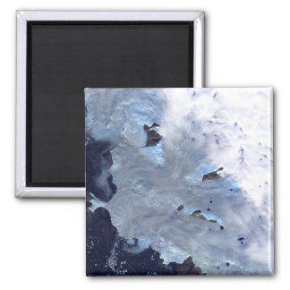Un pequeño campo de glaciares rodea la bahía de imán cuadrado