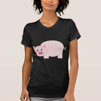 Un pequeño cerdo en rosa playera