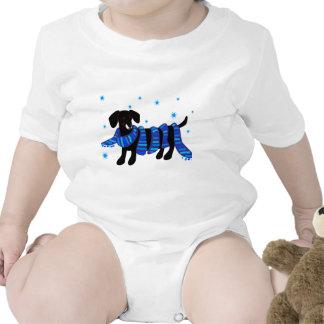 Un pequeño Doxie en azul Traje De Bebé