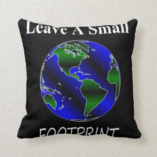 Un pequeño globo de la huella almohadas