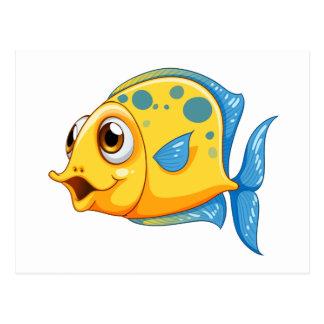 Un pequeño pescado amarillo tarjetas postales