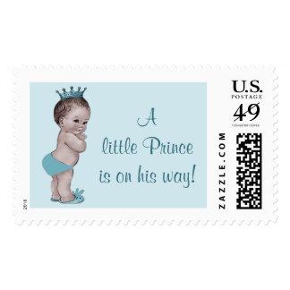 Un pequeño príncipe está en su bebé del vintage de timbre postal