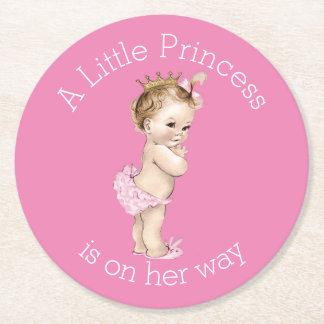 Un pequeño rosa de la princesa fiesta de posavasos de cartón redondo