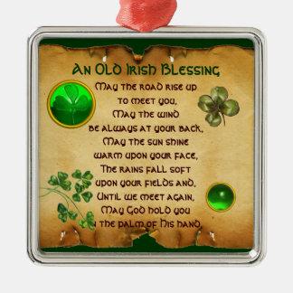 Un pergamino irlandés viejo de la bendición adorno navideño cuadrado de metal