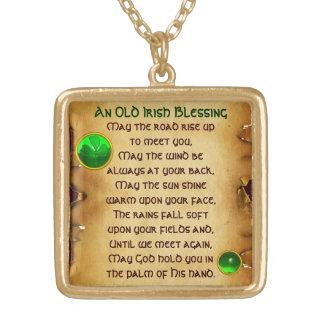 Un pergamino irlandés viejo de la bendición colgante cuadrado